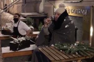 Смольный разрешил кафе и ресторанам устанавливать летние веранды во время новогодних каникул. Ранее эту меру анонсировали как помощь бизнесу
