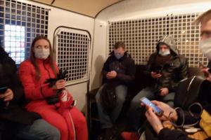 Более десяти человек задержаны у консульства Беларуси в Петербурге за участие в несогласованном мероприятии