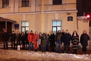 На задержанных у консульства Беларуси составили протоколы о нарушении противоэпидемических мер. Активистам грозят штрафы