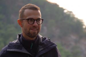 Дудь поговорил с путешественником Антоном Птушкиным — о выгорании, пеших походах и эвакуации из Луганска