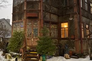 Прогуляйтесь по Коломягам — мимо Египетского дома, усадьбы и деревянной дачи с мастерскими художников