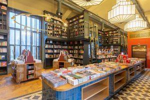 Как устроен второй этаж «Подписных изданий» — с кафе, книгами, детской зоной и лифтом. Книжный вернул исторические залы спустя 12 лет
