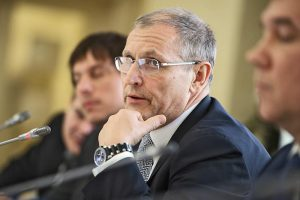 Вице-губернатор Петербурга после рейда ОМОНа на Рубинштейна заявил, что «насилие со стороны полиции — это обязанность». Фразу критикуют правозащитники и пользователи соцсетей