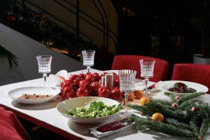 Где заказать еду для новогоднего стола? Вот 21 предложение петербургских гастропроектов — от роллов и похмельных щей до наборов на компанию