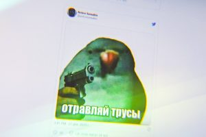 Как за один телефонный разговор стать героем десятков мемов про некомпетентность ФСБ и отравленные трусы? Спросите оперативника, до которого дозвонился Навальный