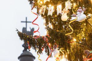 «Ощущение, что прикоснулась к чему-то волшебному». Ель на Дворцовой сначала критиковали — а теперь восхищаются ей и сравнивают с новогодним деревом из «Щелкунчика»