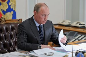 Какие законы подписал Путин под Новый год. Возможность блокировать соцсети, ужесточение правил митингов и лишение свободы за клевету