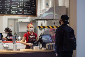 Рестораторы Петербурга потеряли до 80% выручки из-за ограничений, введенных на время новогодних праздников