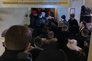Власти Петербурга грозят уголовными делами пяти заведениям, работавшим ночью. Почти 200 посетителей могут оштрафовать