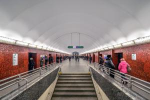 Наземный вестибюль станции метро «Маяковская» закрыли на 11 месяцев для капремонта