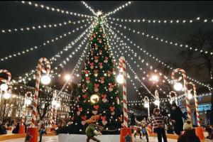 Рождественскую ярмарку на Манежной во время пандемии посетило 500 тысяч человек — в четыре раза меньше, чем в прошлый год