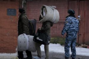 На Netflix впервые вышел российский документальный фильм — про «Кресты». Вот что там показали