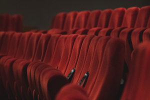 Театрам в Петербурге разрешили работать с заполняемостью в 50 %
