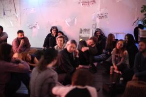 Петербургские художницы из «Студии 4413» заявили, что их выселили из арендованного помещения. Туда приходила полиция из-за жалобы «гееборца»
