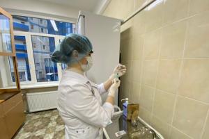 Вакцину Центра имени Чумакова хотят ввести в гражданский оборот в марте. Это инактивированная прививка от коронавируса