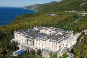 Фильм о «дворце Путина» рядом с Геленджиком набрал 25 миллионов просмотров за сутки