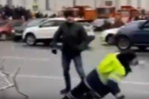 В Петербурге неизвестный напал на инспектора ГИБДД во время акции протеста. Возбуждено уголовное дело