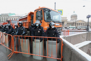 Что петербуржцы говорят о масштабных перекрытиях в центре города. Закрыто несколько станций метро, на Невский пускают по паспорту