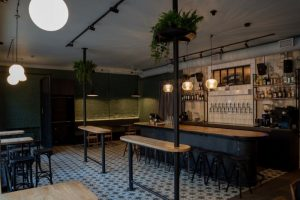 На улице Ленина открыли пивной бар «Проект ПС». Это дог-френдли-заведение с большим выбором пива
