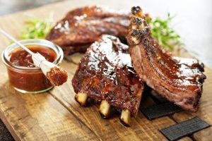 На Вознесенском проспекте открыли ресторан «Пытка мясом». Там проводят «мясные марафоны»