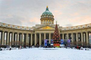 В петербургских храмах проведут рождественские богослужения. Прихожан просят носить маски, службы транслируют в интернете