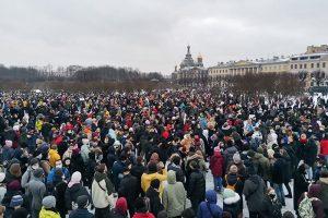 Посмотрите, сколько людей вышло на митинг в Петербурге. Вот одно фото с Марсова поля (это далеко не все протестующие)