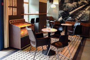Как петербуржцы вспоминают культовый бар «Продукты», проработавший на Фонтанке более 9 лет. От музыки и интерьеров до легендарных персонажей и джин-тоника
