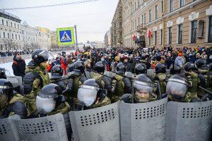 Главное о второй масштабной акции протеста в Петербурге: почти 1000 задержанных, перекрытый центр и пострадавшие