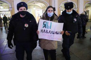 «Мы здесь власть, а не они». Петербуржцы — о том, зачем пришли на акцию в поддержку Навального
