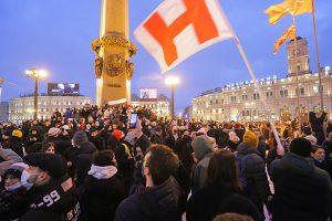 Жесткие задержания, тысячи людей и бесплатная пицца. Как прошел митинг в поддержку Навального в 27 кадрах — от Сенатской до площади Восстания