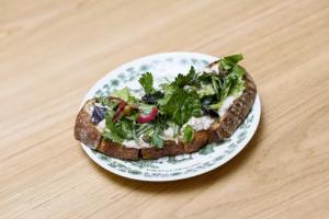 Как сделать действительно вкусный сэндвич? Не жалейте начинки, выбирайте правильный хлеб и используйте соусы