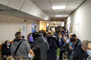 Петербуржцы жалуются на «невообразимую толчею» в поликлинике на улице Рихарда Зорге