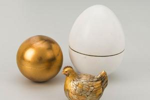 Коллекционер заявил, что на выставке Фаберже в Эрмитаже показали подделки. Пиотровский говорит, что «подлинность каждой новой вещи может быть оспорена»