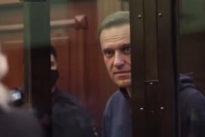 «Одного сажают, чтобы запугать миллионы». Навальный выступил на суде, где требуют заменить ему условный срок на реальный