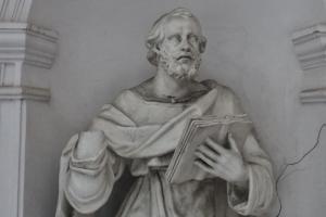 У апостола на фасаде казачьего собора оторвали руку — возможно, во время митинга. Возбуждено уголовное дело