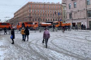 «Видишь митинг? А он есть». Как центр Петербурга перекрыли снегоуборочными машинами и заборами, хотя протестной акции не было
