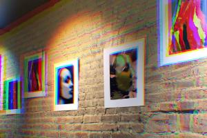 На Некрасова открылась галерея Poster Bar — с работами фотографов и художников вместо напитков