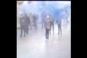 В вестибюле «Гражданского проспекта» неизвестные зажгли фаеры. Полиция планирует их задержать