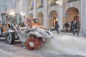 Почему этой зимой в Петербурге снова много соли на дорогах? Разве власти не пытались от нее отказаться?