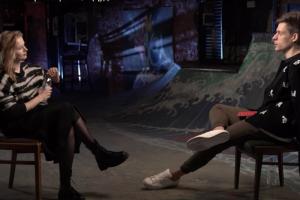 Юрий Дудь выпустил интервью с актрисой Сашей Бортич — об отношении к политике, январских протестах и съемках в клипе System of a Down