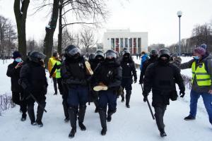 «В мои полномочия входит кости ломать, хотите попробовать?». Задержанных на митингах петербуржцев обходят полицейские — такое указание мог дать центр «Э»