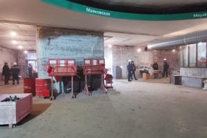 Как выглядит «Маяковская» через месяц после закрытия на ремонт. Попасть в вестибюль можно будет только в конце года