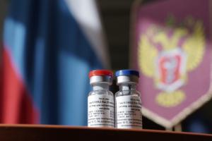 За два месяца в Петербурге две дозы вакцины от коронавируса получили 64 тысячи человек — это меньше 1 % от реального населения