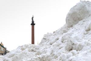В Петербурге сугробы настолько большие, что их сравнивают с горой Монблан. Вот 12 фотографий и видео 👀