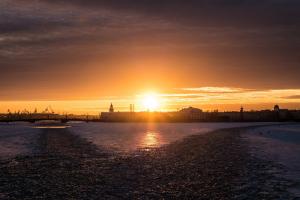 В Петербурге — оттепель. Это надолго? Снег растает и будет гололед? Рассказывает главный синоптик города