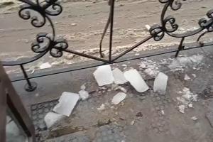 Петербуржец рассказал, что ему на голову упала льдина, у него гематома. Он ищет свидетелей произошедшего