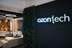 Ozon открыл IT-лабораторию в Петербурге и запустил конкурс для разработчиков. Среди призов — беспроводные наушники, подписка PS Plus и iPhone 12 Pro