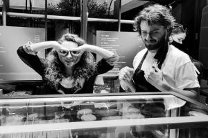 В «Сити Молле» открылся корнер Brave Goodies с «брутальными десертами». Там можно попробовать брауни с беконом и карамелью