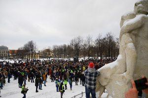 Сторонники Навального приостановили протестные акции до весны. Одни говорят о «слитом протесте», другие согласны, что с митингами «нельзя частить»