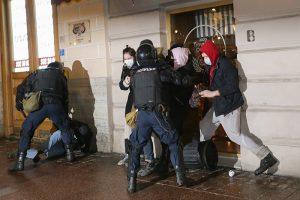 «Поспать удалось только сидя». Задержанные 2 февраля в Петербурге — о ночи в отделе полиции без воды, ударах электрошокером и судах